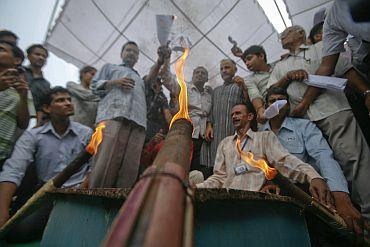 Supporters of Anna Hazare burn copies of the Lokpal Bill in Ghaziabad on Thursday