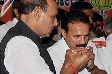 BJP president Rajnath Singh with Sadananda Gowda