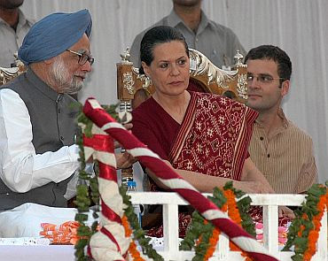 PM Manmohan Singh with Congress chief Sonia Gandhi and general secretary Rahul Gandhi at a function in New Delhi