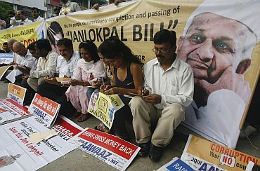 People voice support for the Jan Lokpal Bill