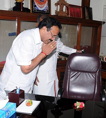 Reddy brothers kept out of new Karnataka cabinet