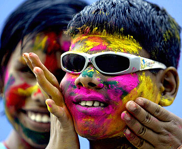 Visually impaired children play Holi in Bhopal