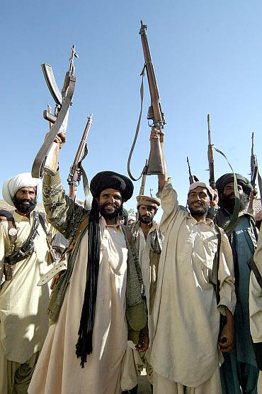 Pakistan's tribesmen brandish their weapons in troubled Dera Bugti area of Baluchistan province