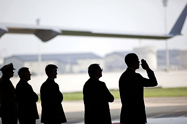 Obama's solemn salute to soldiers killed in Afghan crash