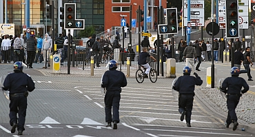 Police disperse rioters in Birmingham City Centre