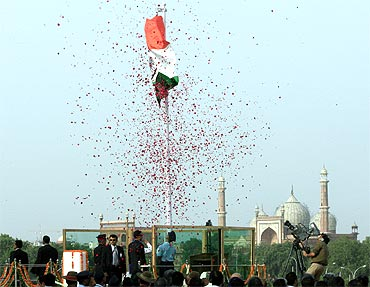 The national anthem is sung as the tricolour is unfurled at the Red Fort, New Delhi, for I-Day