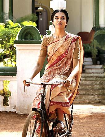 A scene from Khelein Hum Jee Jaan Sey featuring Deepika Padukone