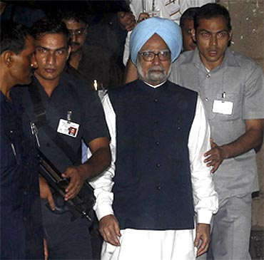 Prime Minister Manmohan Singh, surrounded by his bodyguards, briefs the media