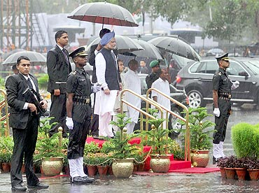 Prime Minister Manmohan Singh at the Saluting Dias at the Guard of Honour ceremony at Red Fort