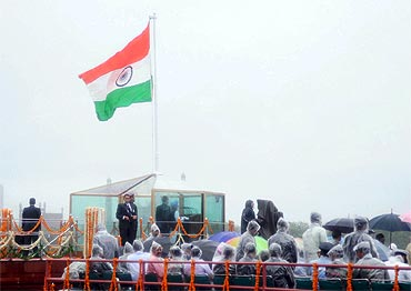 Prime Minister Manmohan Singh addresses the nation from the ramparts of Red Fort