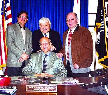 From left, Deepak Ganju, US Senator Sherrod Brown, International Kashmir Federation President Jeevan Zutshi and Maharaj Kaul