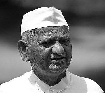 Anna Hazare fasts in police detention
