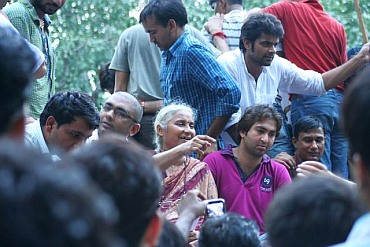 Activist Megha Patkar addressing protestors at Jantar Mantar