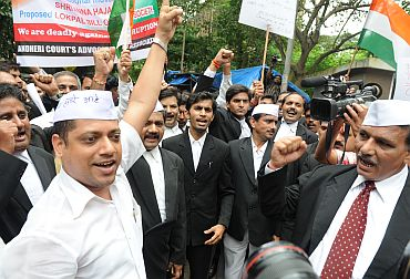 Lawyers in Mumbai protest against government's ways to tackle Hazare's proposed indefinite fast