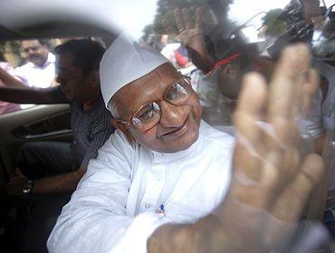 Anna Hazare being taken into detention in New Delhi on Tuesday