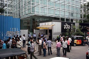 Mediapersons throng the office of Jagan's Saakshi TV as it was being raided by CBI