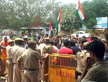 Protestors, mostly consisting of students, haggle with policemen at the entry gate of Ramlila Ground on Thursday