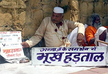 'Gandhian' Rakesh Jain protests at the fast site on Thursday