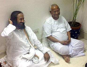 Art of Living founder Sri Sri Ravishankar with Anna Hazare in Tihar Jail