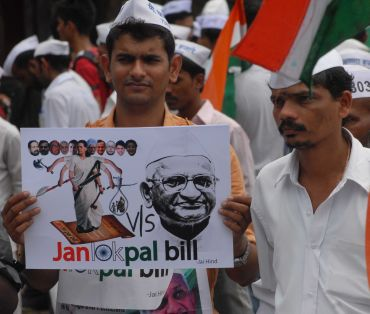 A dabbawala protests at Mumbai's Azad maidan