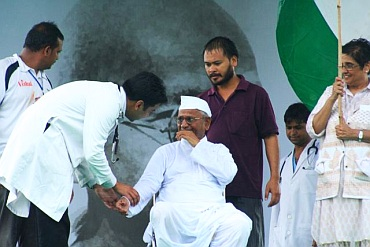 Government doctors with Hazare