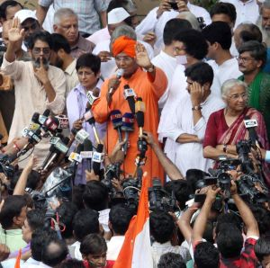 Activist Swami Agnivesh speaks to reporters in New Delhi. Also seen, Kiran Bedi and Medha Patkar