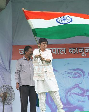 Kiran Bedi waves the tricolour at Ramlila maidan
