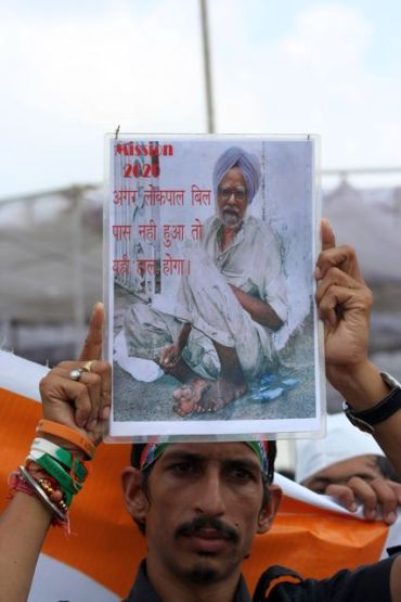 One of the protestors supporting Anna Hazare's agitation at Ramlila Maidan
