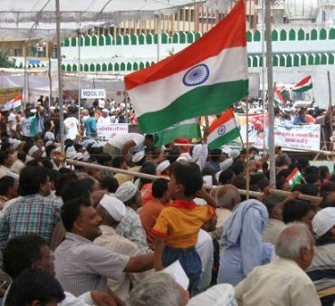 Protestors gather in huge numbers at Ramlila Maidan to support Anna Hazare's agitation against corruption