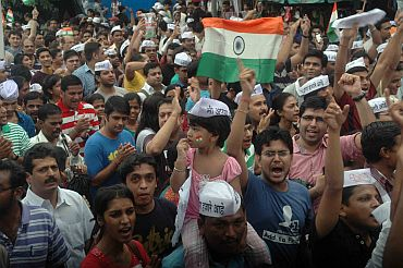 Hazare's supporters protest in Mumbai on Sunday