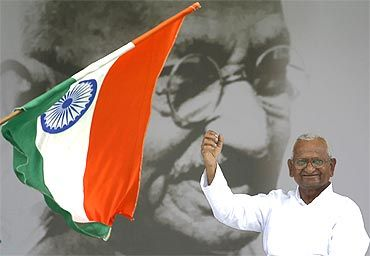 Anna Hazare during the sixth day of his fast at Ramlila Ground in New Delhi on Sunday