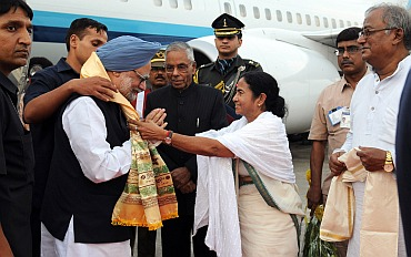 West Bengal Chief Minister Mamata Banerjee recieves the PM on his arrival at Netaji Subhash Chandra Bose International Airport, Kolkata