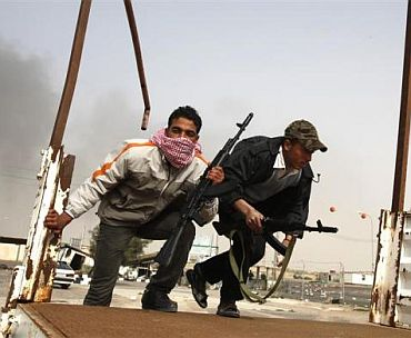 Anti-government tribal rebels prepare for possible attacks by pro-Gaddafi loyalists at a checkpoint in Ajdabiya area, 150 km (93.2 miles) southwest of Benghazi February 27