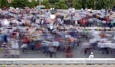 Supporters of Anna Hazare march over a flyover towards Ramlila Ground