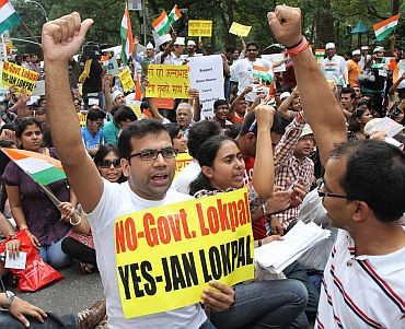 Supporters of Anna Hazare make their vouice heard