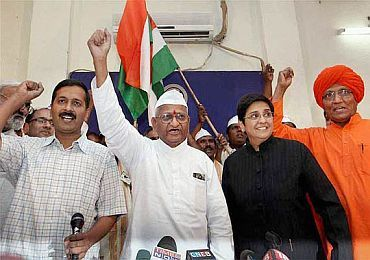 'Civil society' members Arvind Kejriwal, Kiran Bedi, Swami Agnivesh with Anna Hazare in New Delhi