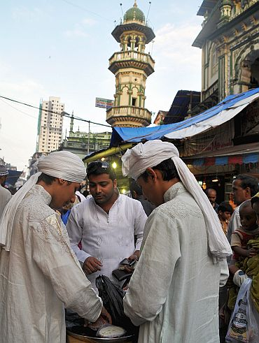 Twins selling firni outside the Minara Masjid