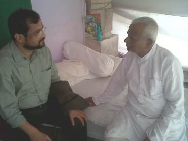 Anna Hazare with Nikhil Wagle