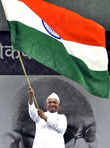 Anna Hazare waves the tricolour at Ramlila grounds in New Delhi