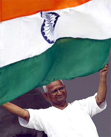 Anna Hazare waves to his supporters