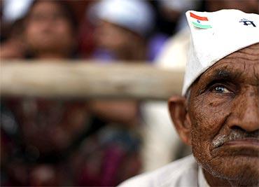 A supporter of Anna Hazare listens to the activist's speech at Ramlila Maidan