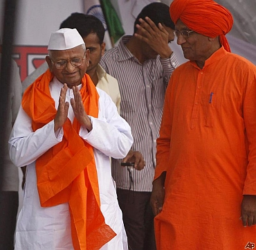 Anti-corruption crusader Anna Hazare with Swami Agnivesh before the split