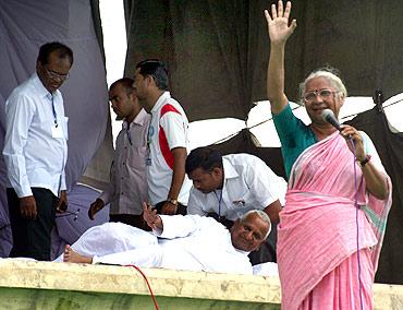 Anna Hazare with Medha Patkar