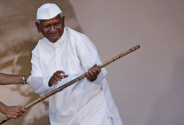 Anna Hazare addresses crowds gathered at the Ramleela ground