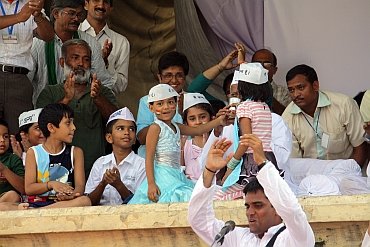 Simran smiles at the crowd as Hazare breaks his fast