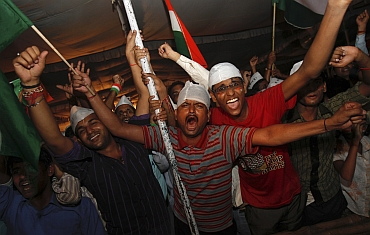 Hazare's supporters celebrate after he breaks his 12-day fast on Sunday