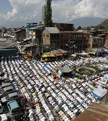 Kashmiri Muslim men attend prayers outside Jamia Masjid in Srinagar