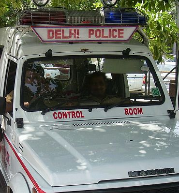 Delhi: Of fake lal battis and few corrupt cops