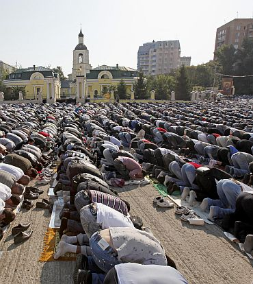PHOTOS: Eid ul Fitr celebrations around the world