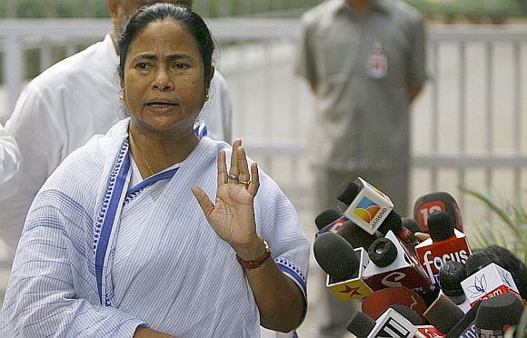 FDI: Congress tries to work its way around Mamata